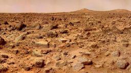 Учени отгледаха микроби върху истинска марсианска скала