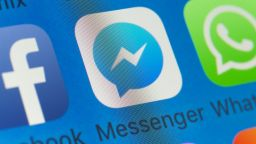 Facebook Messenger се срина