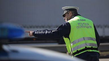 Катастрофа между лек и тежкотоварен автомобил на пътя Шумен-Варна, двама са в болница