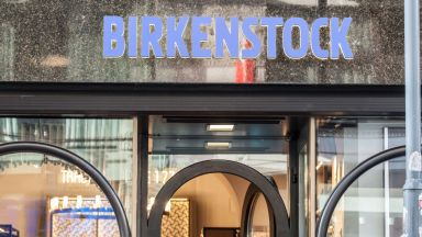 Френският моден гигант Луи Вюитон Моет Хенеси е придобил Биркенщок