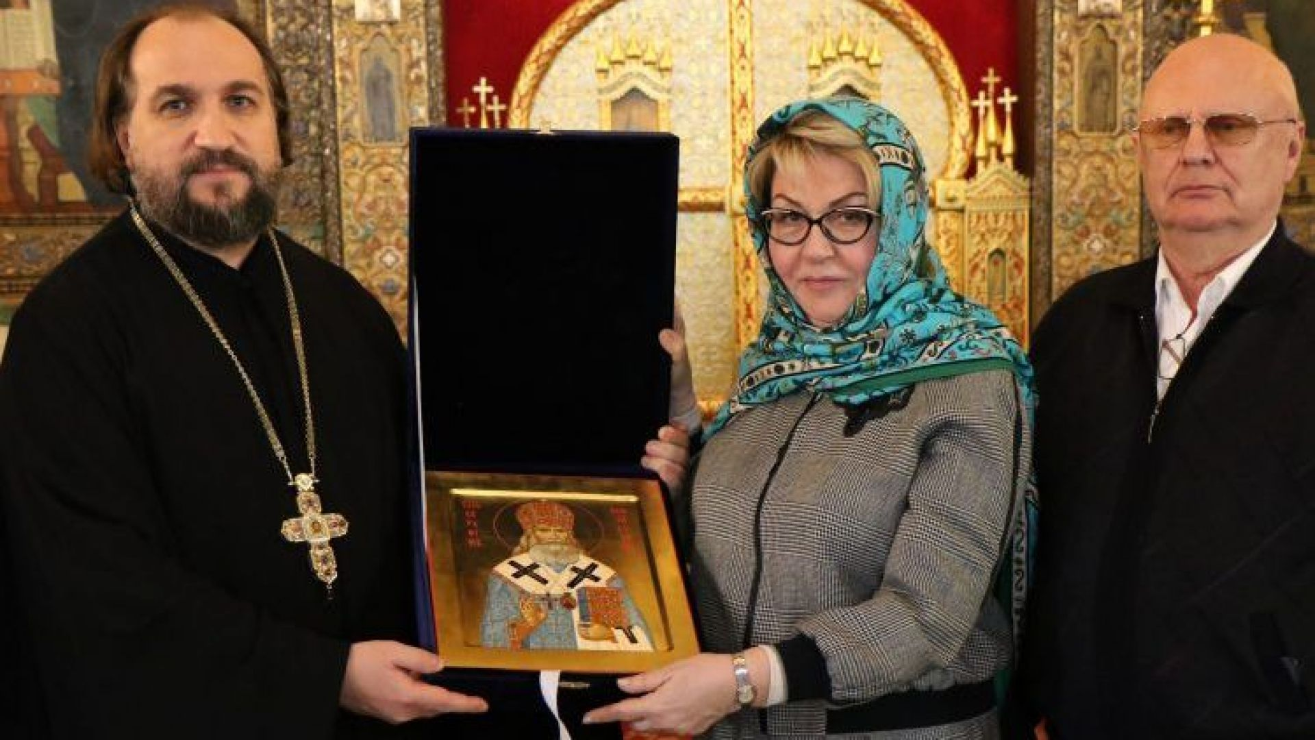 Новият руски посланик пристигна у нас, първо отиде на църква