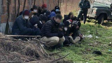 Задържаха 4-ма каналджии за трафик на мигранти край Свиленград