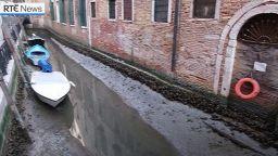 Каналите във Венеция пресъхнаха (видео)