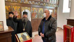 Борисов обиколи 5 манастира и обяви: Дойдат ли БСП и ДПС на власт, фондовете заминават (видео)