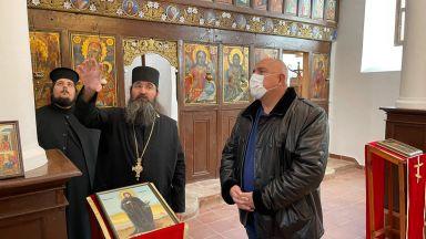 Борисов обиколи 4 манастира и обяви: Дойдат ли БСП и ДПС на власт, фондовете заминават (видео)