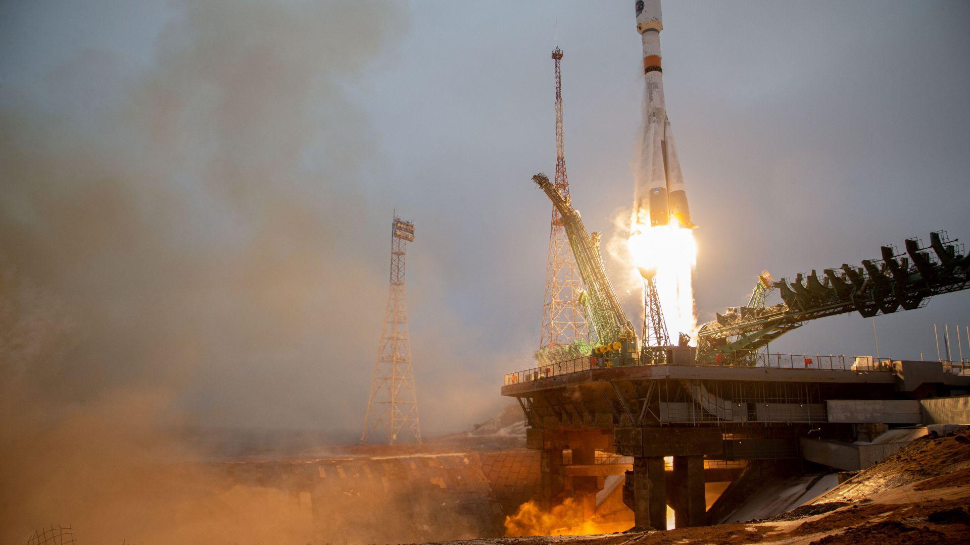 Русия изведе на орбита първия си спътник за климатични наблюдения на Арктика (видео)