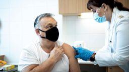 Виктор Орбан се ваксинира с китайската ваксина (видео)
