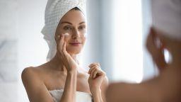 Популярни съставки за грижа за кожата: конопено масло и витамин Е