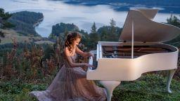 Мартина Табакова - виртуозност и красота в едно пиано