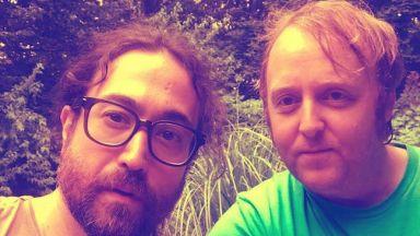 Точно като своите бащи: Синовете на Джон Ленън и Пол Маккартни с обща снимка
