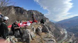 """""""По пътя на мартеницата"""": 30-метров първомартенски символ украси Лакатнишките скали"""