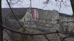 """""""По пътя на мартеницата"""": 30-метров символ на 1 март украси Лакатнишките скали"""