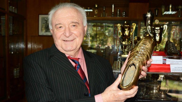 Най-титулованата легенда на българското футболно първенство - Петър Жеков, избра