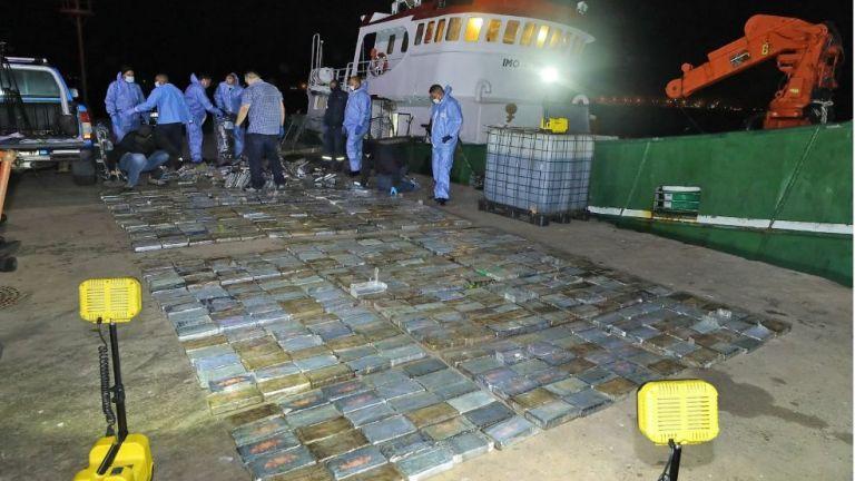 Четирима български моряци бяха арестувани с кокаин за близо 40