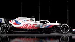 Шумахер ще носи руския флаг на болида на американския си отбор