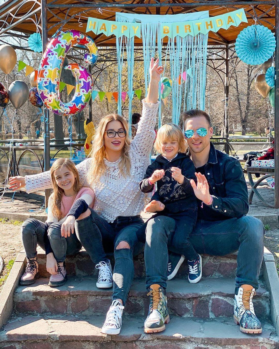 Ваня и Жени Джаферович с двете им деца