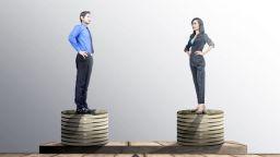 Фирмите с над 250 служители ще са длъжни да разкриват повече информация за заплатите