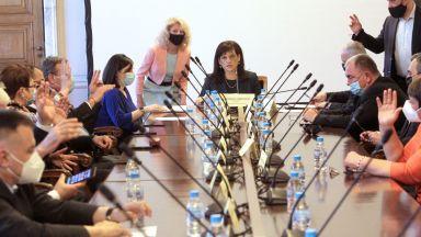 Здравната комисия: Може ваксини, произведени извън ЕС, но одобрени за употреба