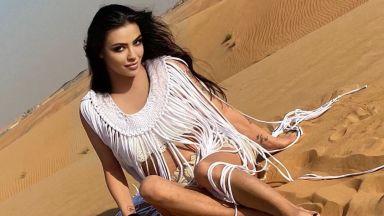 Пустинна роза: Деси Цонева по бански сред пясъците на Дубай