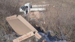 Товарен автомобил се озова в канавка след удар с кола в Пловдивско