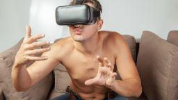 Над половината американци правили виртуален секс по време на пандемията