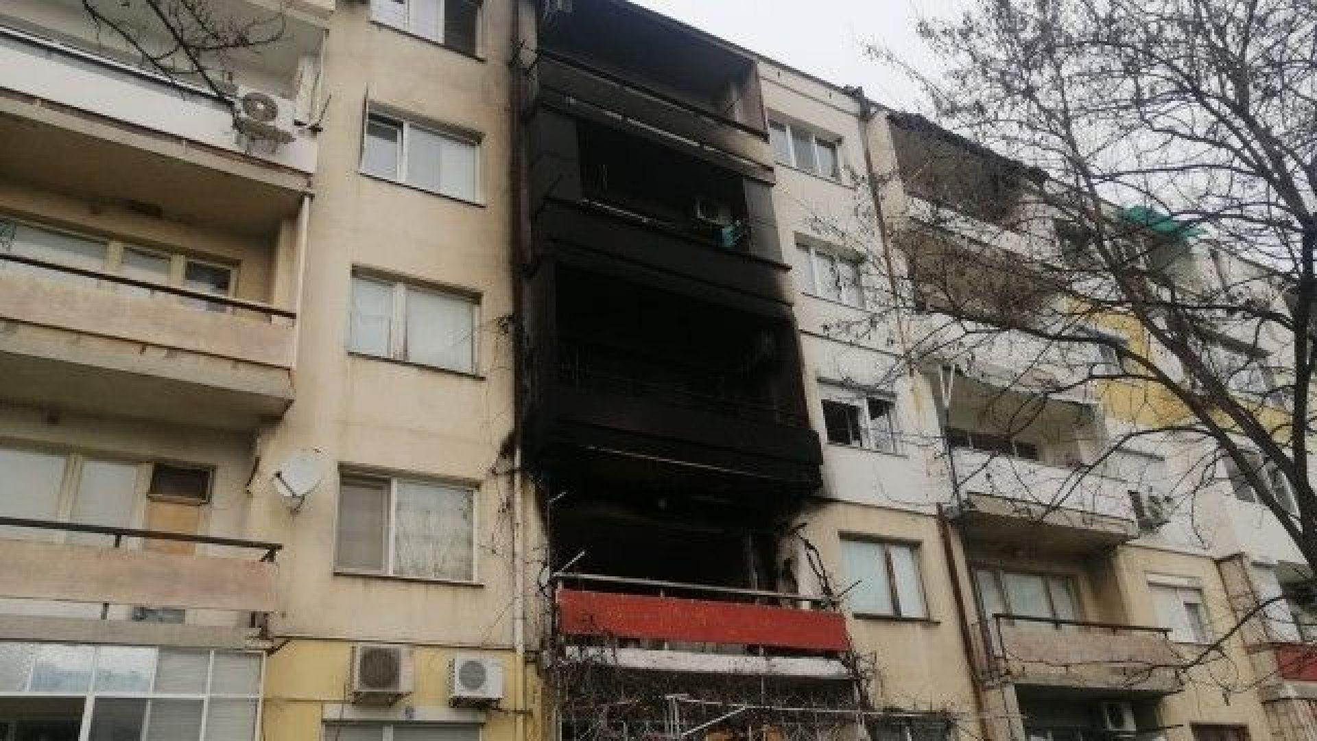 Трима души пострадаха при голям пожар в жилищен блок в Пловдив