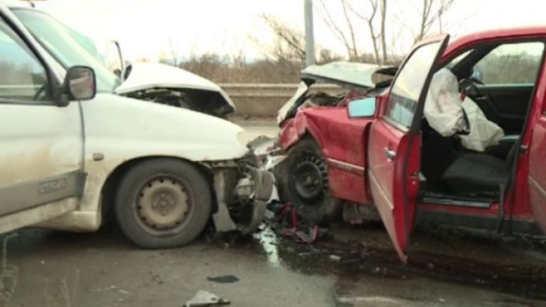 Шофьор избяга след тежка катастрофа в София. От МВР заявиха,