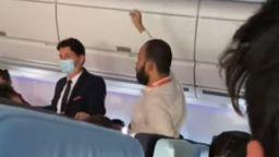 """Ето какво е правил индиецът на борда на самолета на """"Еър Франс"""", който кацна принудително в София (видео)"""