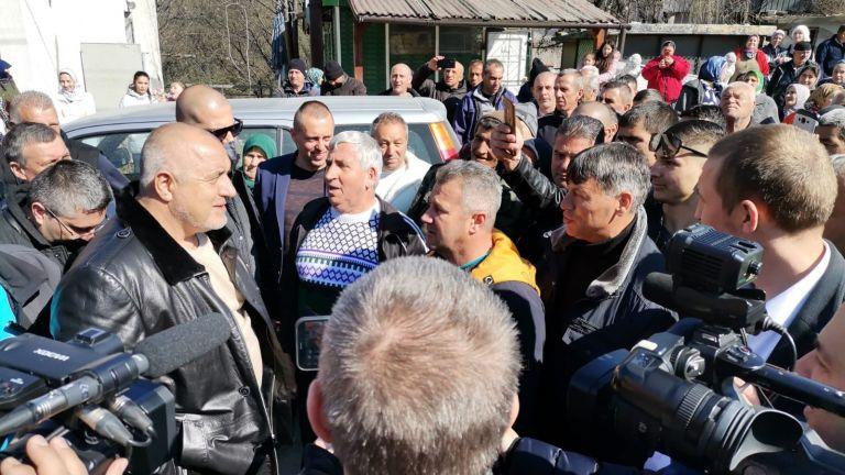 Пътят до джамията в Ходжова махала на с. Враненци ще