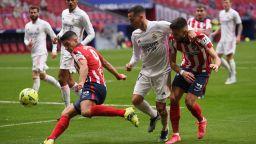 Гол на Бензема в края спря Атлетико за победа в дербито