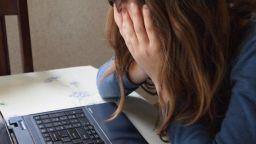 Една от пияните ученички, колабирали на онлайн урок, е с коронавирус