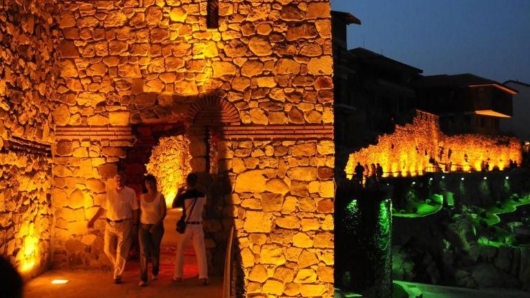 Премахват част от крепостната стена в Созопол, пречела на гледката на заведение