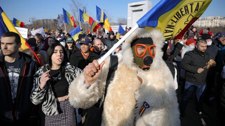 Бунт срещу ваксинацията в Румъния, голяма глоба за организатора на протестите (снимки)