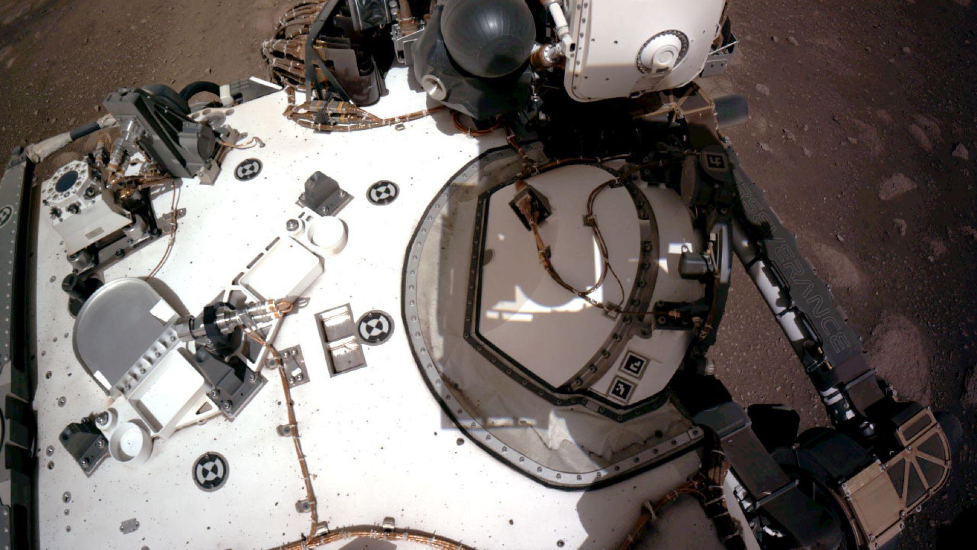 """""""Пърсивиърънс"""" записа звуците от движението си по Марс"""