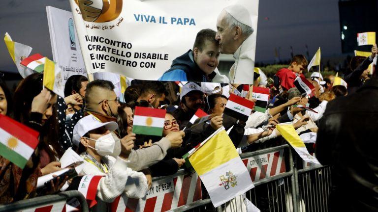 Папа Франциск се върна в Рим след посещението си в