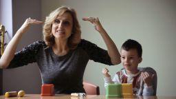 HBO с документален филм за българския жестомимичен преводач Таня Димитрова