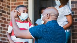 Хора с пълна имунизация могат да се събират без маски в САЩ