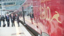 Свободни от COVID влакове в Италия, авиокомпания тества неваксинираните