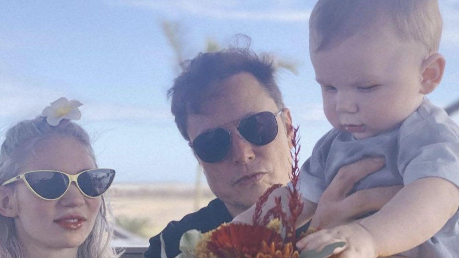 Илон Мъск трогна мрежата със семейна снимка с Граймс и бебе X