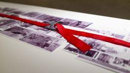Художникът Радостин Седевчев излага документи от миналото, издирени по битаци
