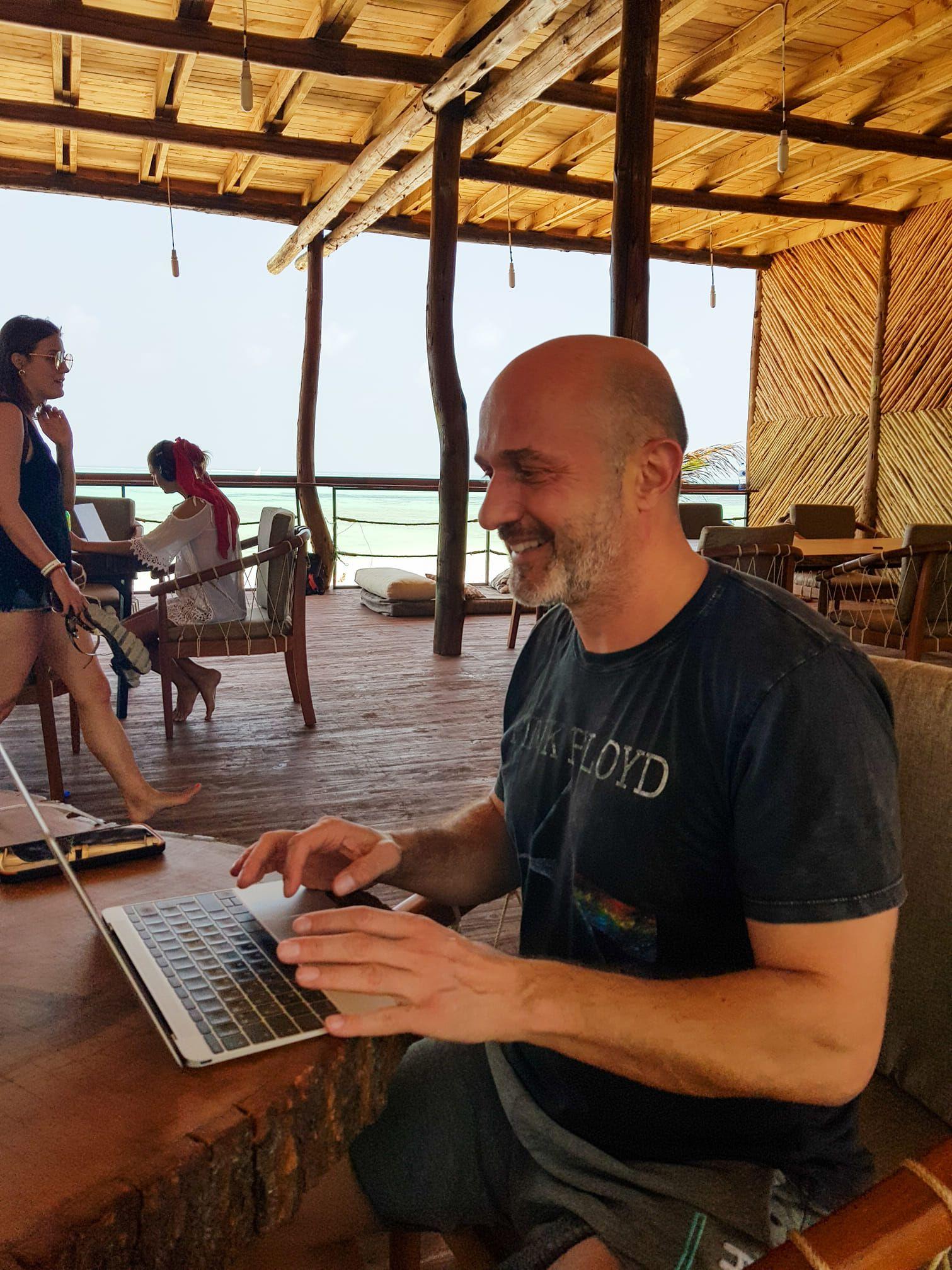 Журналистът Георги Тошев е в Занзибар за подготовка на нов филм