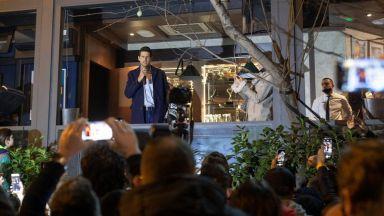 Джокович пак вбеси западните медии, празнува рекорда си сред стотици хора в Белград