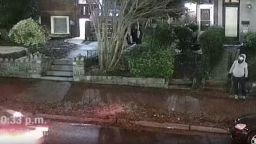 ФБР показа нови кадри на мъжа, поставил бомби до Капитолия (видео)