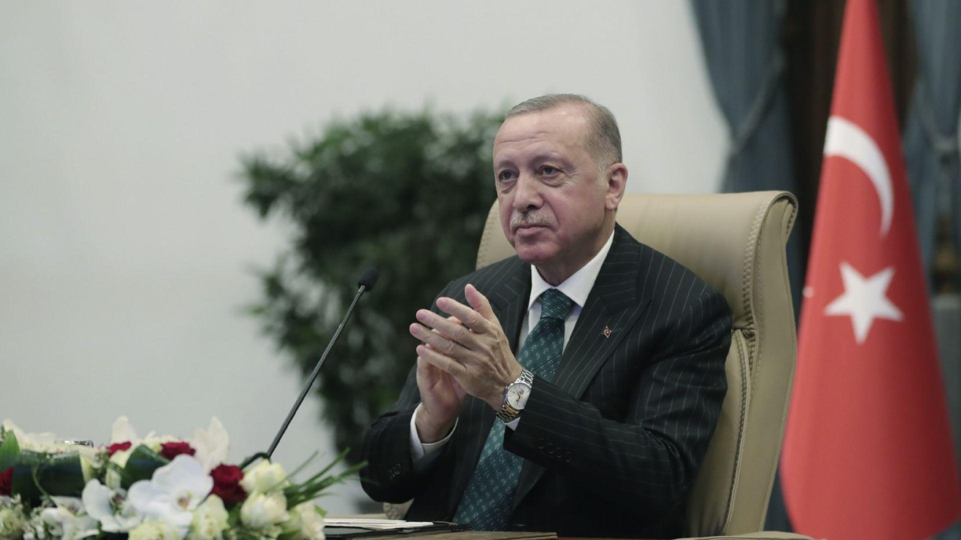 "Ердоган аплодира старта на строителството на трети блок на АЕЦ ""Аккую"""
