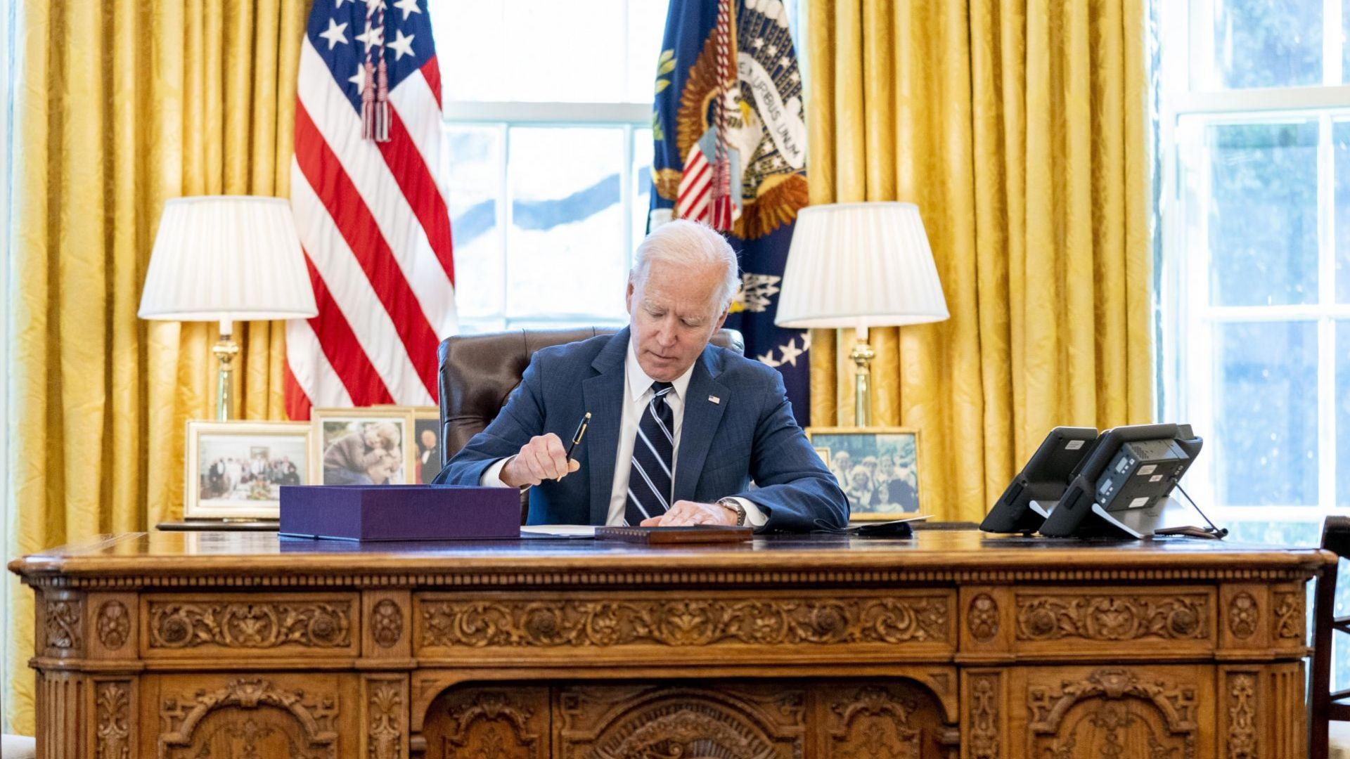 Байдън подписа икономическия мегапакет за 1,9 трилиона долара