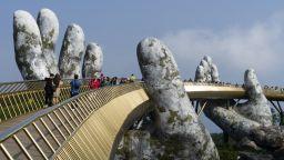 Златният мост във Виетнам: разходка в ръцете на боговете