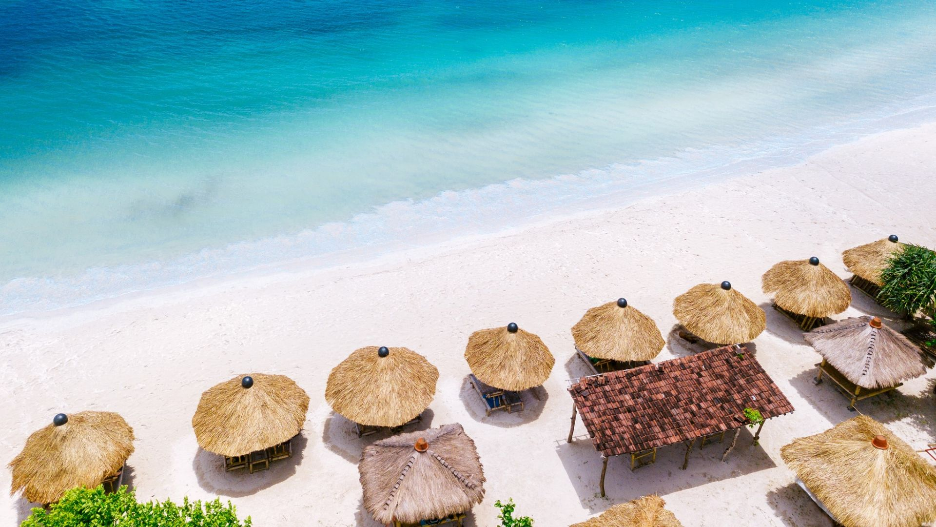 Бали все пак ще приема и бедни туристи, властите се поправиха