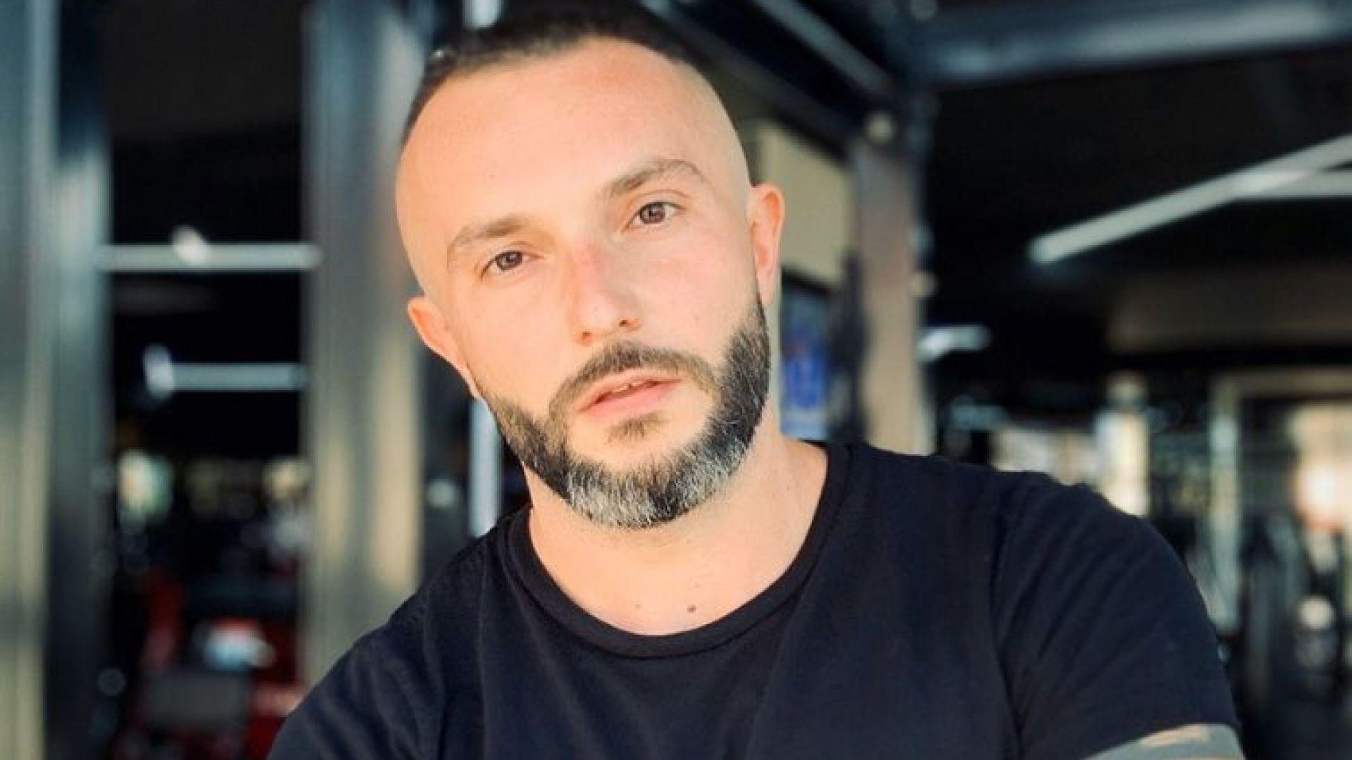 Македонският певец махна българското знаме от клипа, но го сложи на ръката си (видео)