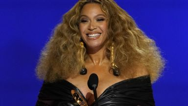"""Раздадоха наградите """"Грами"""" - Бионсе с исторически приз, вижте кой още спечели (снимки, видео)"""
