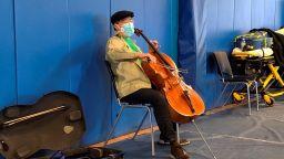 Йо-Йо Ма подари концерт на ваксиниращи се в клиника в Масачузетс